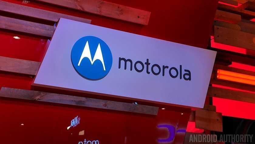 Работник Lenovo показал панель Moto X (2015)